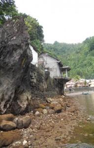 Yang pertama Batu Darisi, dimana ukuran mulut Hiu sama tingginya dengan batu tersebut./foto. dirno