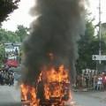 Angkutan Kota Terbakar di Jl Ahmad Yani, Sario (foto: Susanto Amisan)