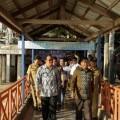Penjabat Walikota Manado Ir.Royke O Roring,Msi menghadri acara sekaligus meletakkan batu pertama tempat penyulingan air laut di Kecamatan Bunaken Kepulauan.