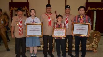 Gubernur Serahkan Medali kepada 3 Siswa Peraih Medali OSN 2016