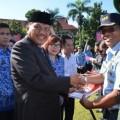 Momen Harkitnas, Gubernur Serahkan 8 Buku Pahlawan Nasional Asal Sulut