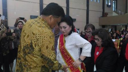 Gubernur Kukuhkan Ibu Rita Jadi Bunda Paud