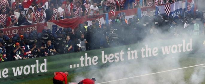 Insiden di Stadion Stade Geoffroy-Guichard, Jumat (17.6.2016) malam WIB,  terjadi pada penghujung babak kedua.Max Rossi/Reuters/detikFoto