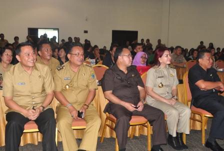 Pertemuan dengan  Gubernur Sulawesi Utara Olly Dondokambey dalam Rapat Koordinasi Pemutahiran Data Kemiskinan