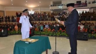 Gubernur Sulawesi Utara Olly Dondokambey SE melantik Penjabat Bupati Bolmong