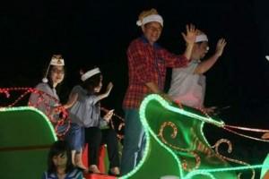 kendaraan hias Pemkot Manado menjadi perhatian   masyarakat