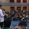 penyerahan medali bagi pemenang Liga Pelajar Kota Manado