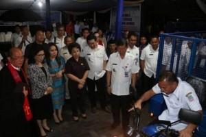 Usai pelantikan dilanjutkan dengan penyerahan motor sampah kepada 11 Camat se-Kota Manado