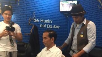 Jokowi pangkas rambut Hunky-Dory, di Jalan Salak No 6, Bogor. foto koleksi Hunky-Dory
