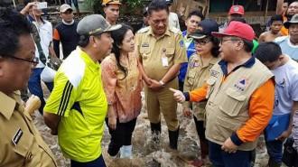 Puan Maharani Tinjau Langsung Korban Banjir Bandang dan Longsor