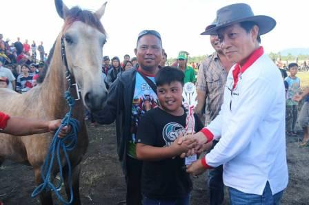 Meriah, Kejuaraan Pacuan Kuda di Paniki