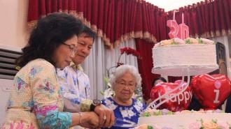 Ibadah Syukur HUT ke-30 Perkawinan Keluarga Lumentut Runtuwene