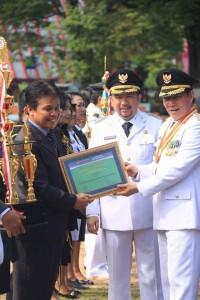 penghargaan Satya Lencana Karya Satya kepada Aparatur Sipil Negara (ASN) di lingkup Pemkot Manado