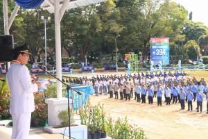 upacara bendera di lapangan Sparta Tikala Manado, dengan Inspektur Upacara (Irup) Walikota Manado DR Ir GS Vicky Lumentut SH MSi DEA