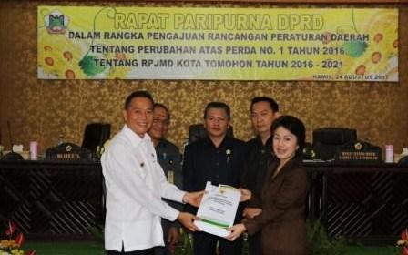 Walikota JFE Ajukan Ranperda Perubahan RPJMD 2016-2021