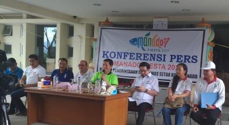 P_201Walikota Manado, DR Ir GS Vicky Lumentut SH MSi DEA pada konferensi pers sehari sebelum pembukaan70901_161050_vHDR_On