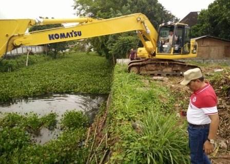 Pengangkatan Eceng Gondok di DAS Tondano, Dipantau Langsung Bupati JWS