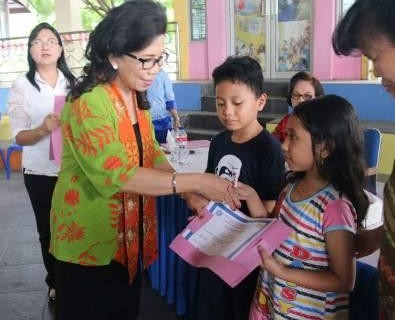 Prof Paula Tutup Pelatihan Menjahit dan kursus Bahasa inggris Angkatan ke-11