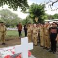 Ziarah Ke Makam Mantan Gubernur Sulut
