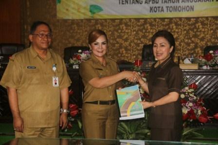 Paripurna DPRD Terkait Pengajuan RAPBD Tomohon 2018