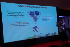 mempresentasikan keunggulan Kota Manado dalam pemanfaatan informasi Geospasial untuk pemetaan PBB