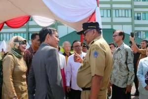 Selain Walikota Vicky Lumentut, hadir pula Gubernur Sulawesi Utara (Sulut) Olly Dondokambey SE
