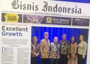 Bank SulutGo menerima Bisnis Indonesia Award 2018. (foto dokumen Peggy)