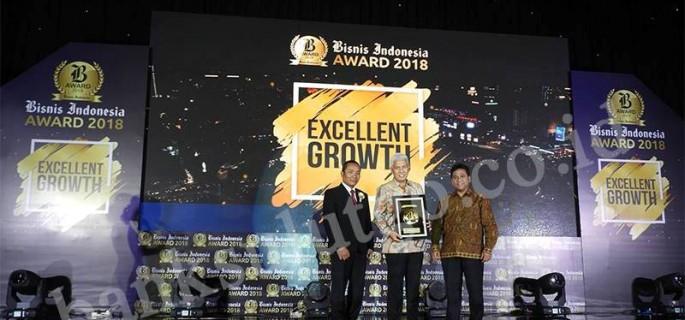 Bank SulutGo menerima Bisnis Indonesia Award 2018 kategori Bank BPD diserahkan langsung oleh Bpk. Arif Budisusilo Direktur Pemberitaan Bisnis Indonesia, didampingi Bpk Hariyadi Sukamdani Presiden Komisaris Bisnis Indonesia, di Hotel Raffles, Jakarta 7 Mei 2018