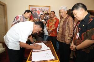 Gubernur Sulut Olly Dondokambey Lakukan MoU Dengan Bank SulutGo dan Dinas Pendidikan Daerah Sulut.