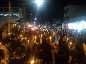 Pemasangan1000 lilin pada hari ini jam 07.00 malam di Kompleks Menara Alfa Omega Tomohon oleh DPC GAMKI Kota Tomohon, GMKI Tomohon, Mahasiswa UKIT dan Pemuda GMIM di Tomohon.Foto Meydi