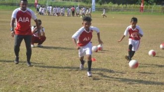 Fiman Utina Memberikan Coaching Clinic Pada Anak -Anak SSB Manado