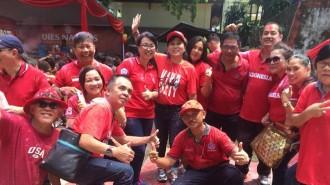 Dekan Fakultas Hukum Unsrat Manado Dr Flora Pricilla Kalalo SH MH  bersama Panitia Dies Natalis