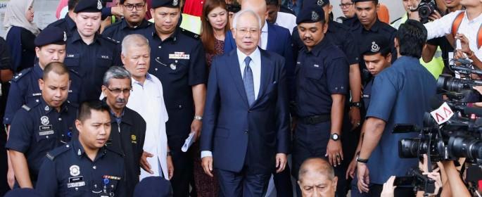 Mantan Perdana Menteri Malaysia Najib Razak meninggalkan pengadilan di Kuala Lumpur, Malaysia 4 Oktober 2018. REUTERS. Lai Seng Sin