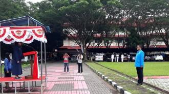 Bupati Minut Vonnie Panambunan STh bertindak sebagai Inspektur Upacara (Irup) sedangkan sebagai komandan upacara upacara Ketua KNPI Minut Frangki Karamoy ST.