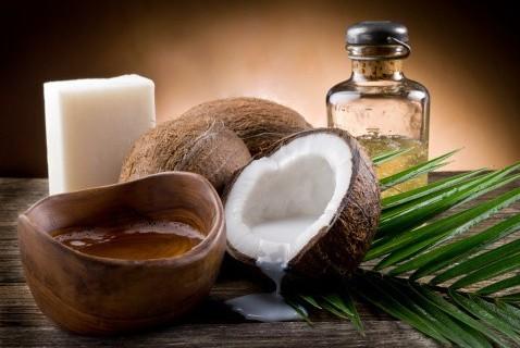 Ilustrasi minyak goreng dari produk turunan kelapa dalam. (net)