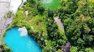 Dua danau biru dan hijau sebagai destinasi wisata yang baru dengan permandian air panas 'Ranolewo', Toraget, Langowan, Minahasa, Sulawesi Utara. (foto: skyscrapercity)