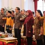 Presiden RI Jokowi (tengah) diacara Jambore dengan perwakilan pendamping PKH se Indonesia Istana Presiden Bogor, Kamis (13/12/2018). (ist)
