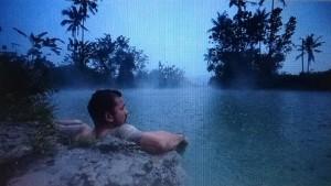 Rio Dewanto host jejak petulang Trans 7 saat 'berendam' di Danau Renolewo, Langowan. (yr/Repro Instagram)