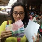 Tukar uang dalam rangka menyambut hari raya. (net)
