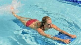 Renang satu dari tiga olahraga yang menurut peneliti bisa mencegah penuaan dini. (sumber: tempo)