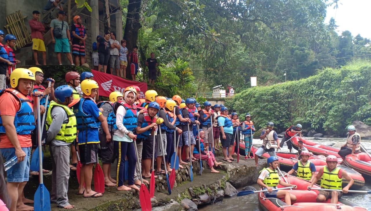 Dealers Gathering Honda Diwarnai Aksi Rafting di Sungai Nimanga