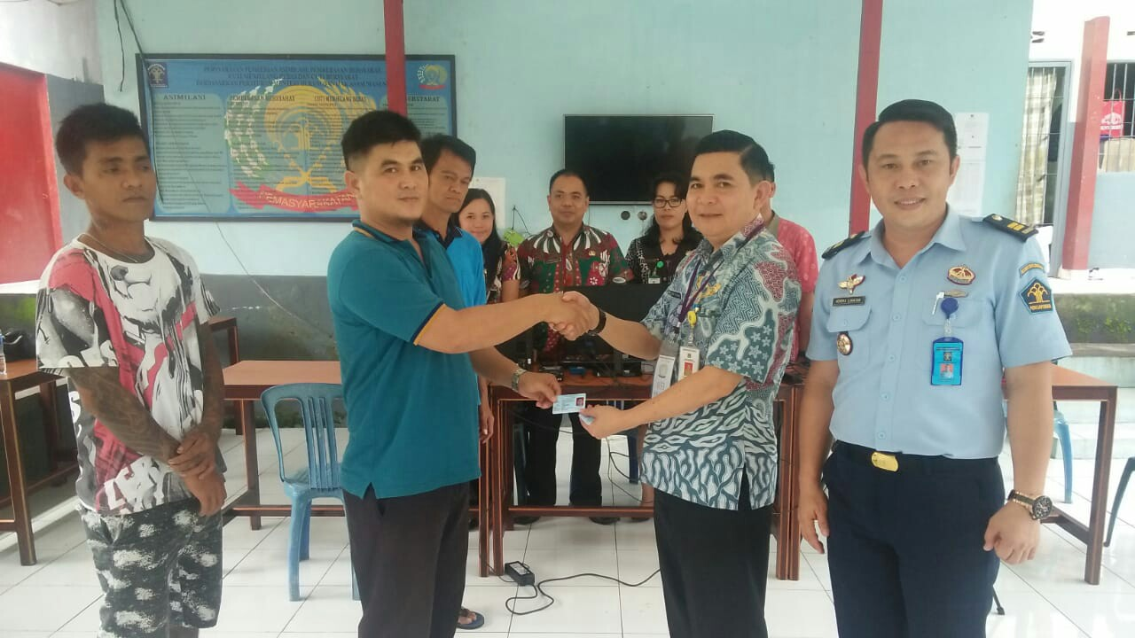 Disdukcapil Rekam e-KTP Warga Tomohon di Lapas Manado