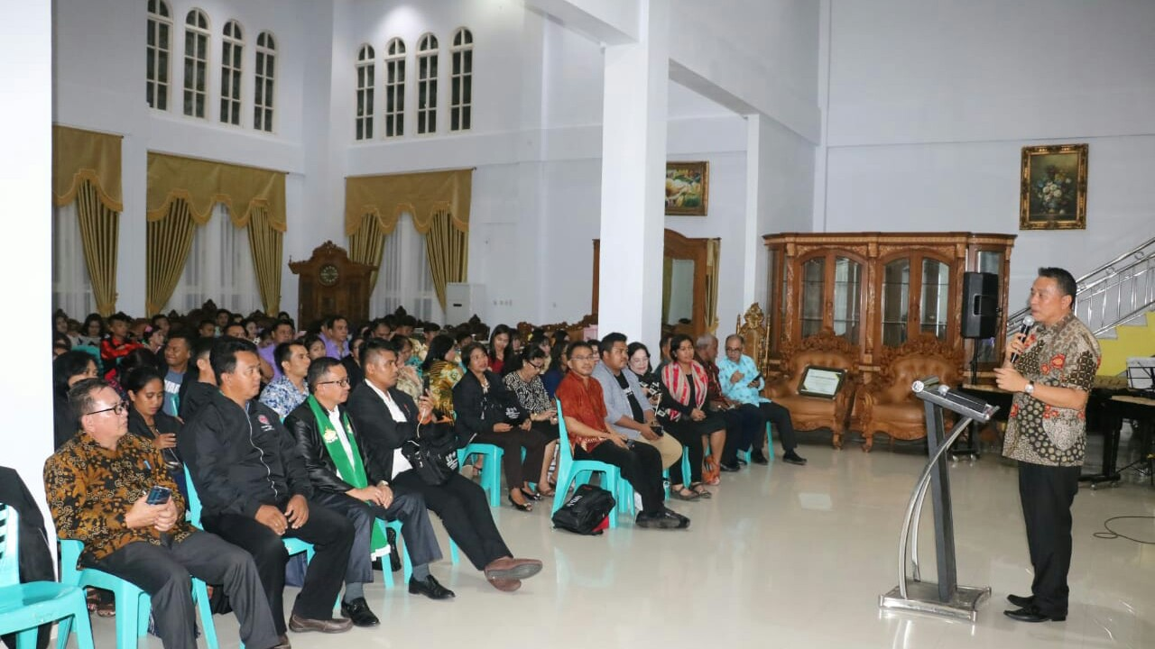 Walikota Eman Tutup Workshop Pembina Remaja PGI