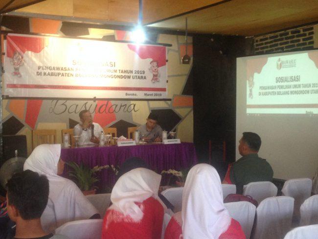 Komisioner bawaslu Sulut Mustarin Humagi hadir dalam sosialisasi pengawasan pemilu 2019 dibolmut