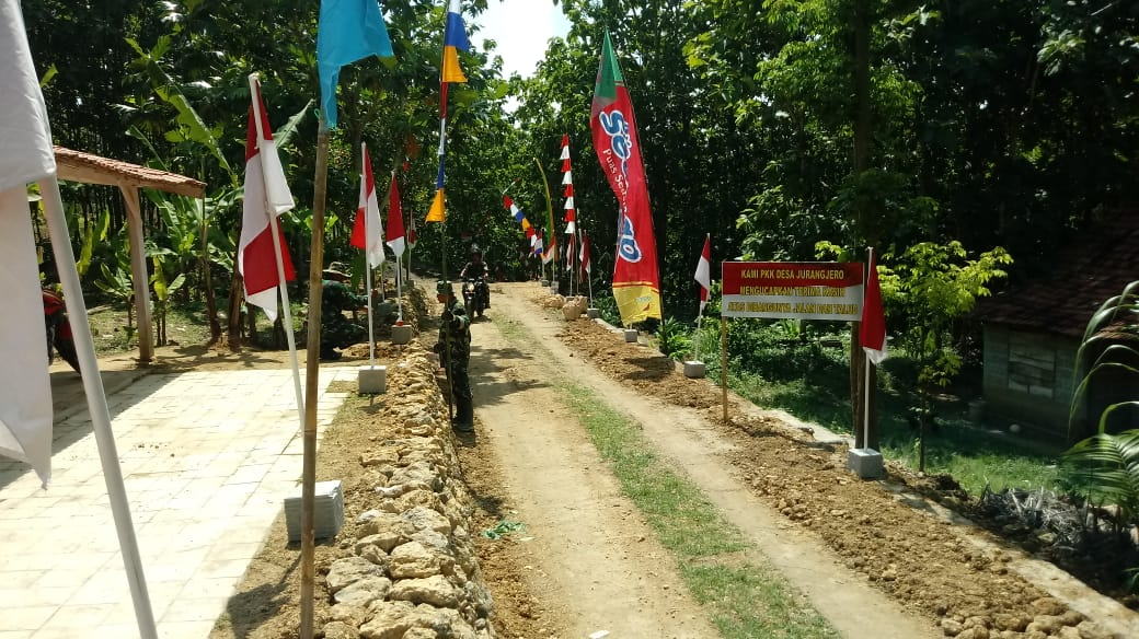 Merah Putih Ramai Berkibar Disepanjang Jalan Desa Jurangjero.