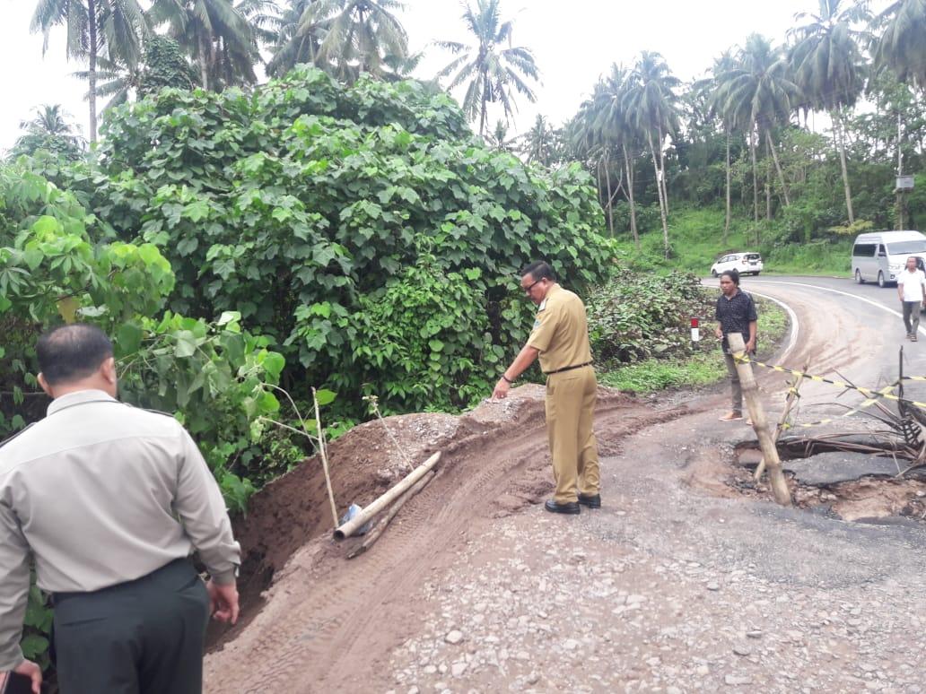Pantau Jalan Amblas, Wawali Instruksikan Dinas Terkait Secepatnya Lakukan Perbaikan