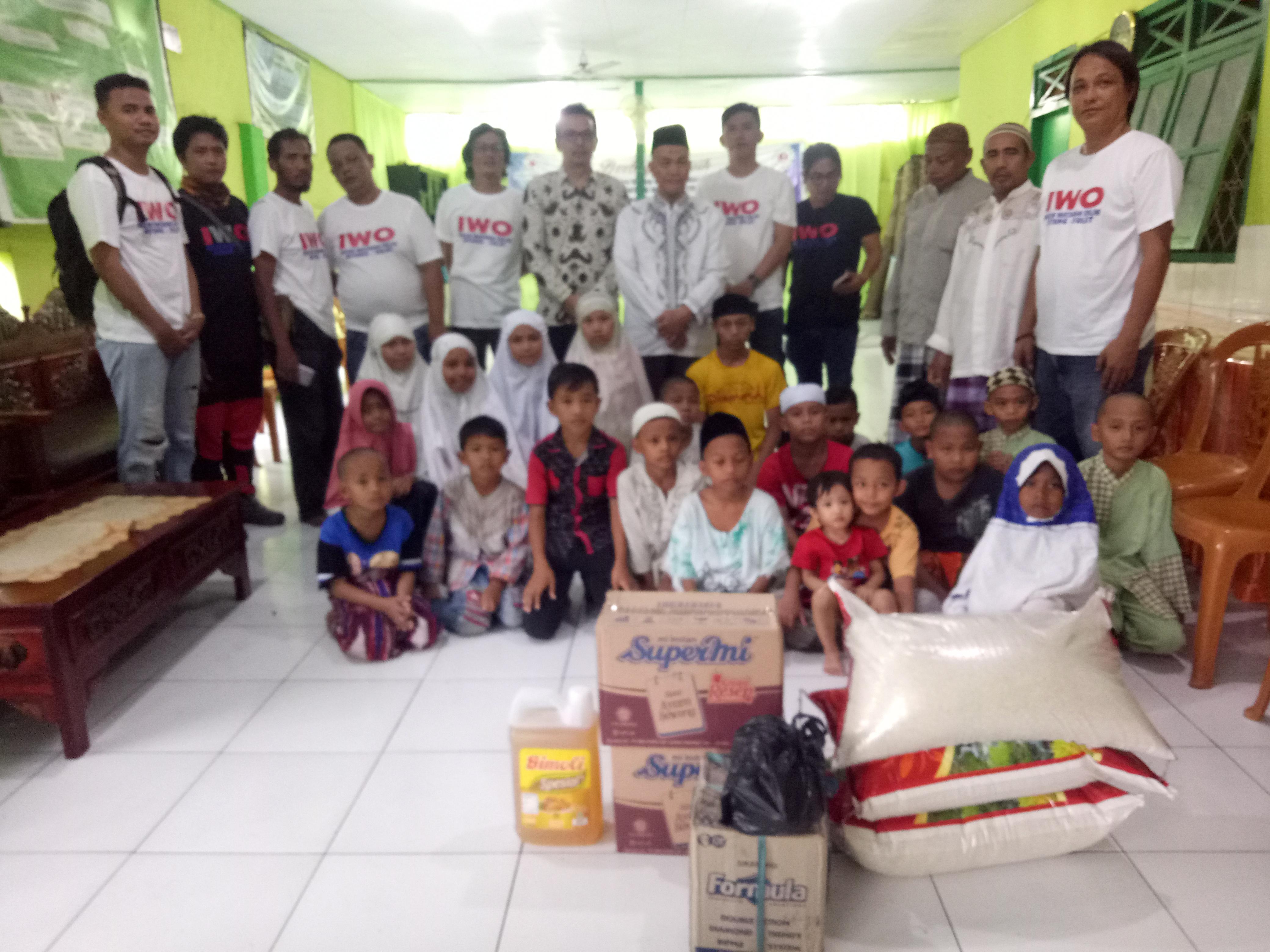 Ketua KPU Bitung Bersama IWO Bitung Berbagi Kasih di Panti Asuhan