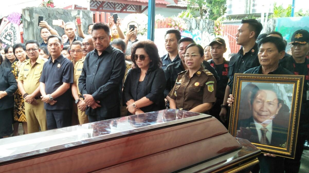 Senduk Cs Jemput Jenasah Ayah Mertua Gubernur Sulut