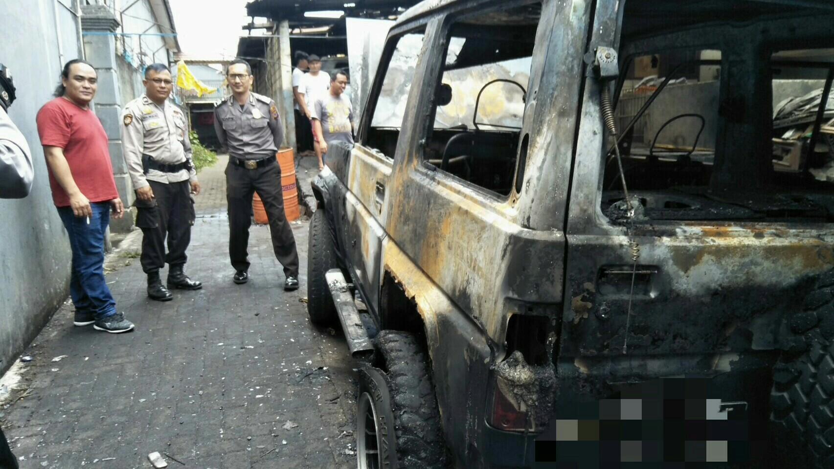 Kebakaran di Sekitar Pasar Beriman, 2 Unit Mobil Diterjang Jago Merah