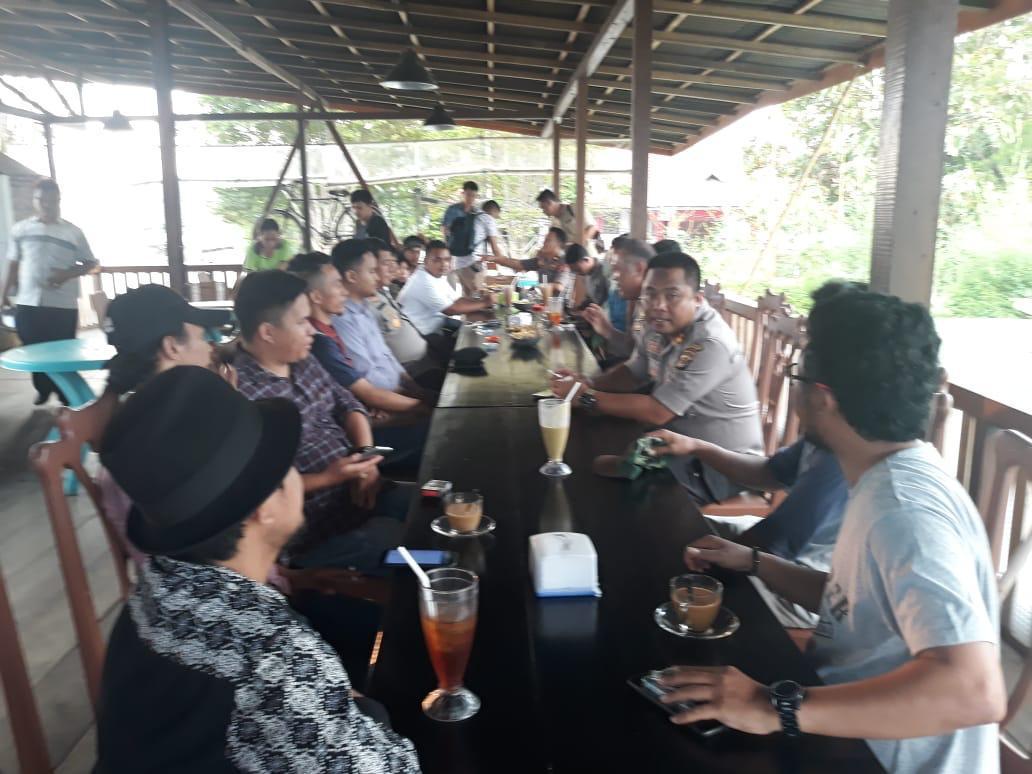 Diskusi di Rumah Kopi, Kapolresta Manado Ajak Mahasiswa Jaga Kamtibmas